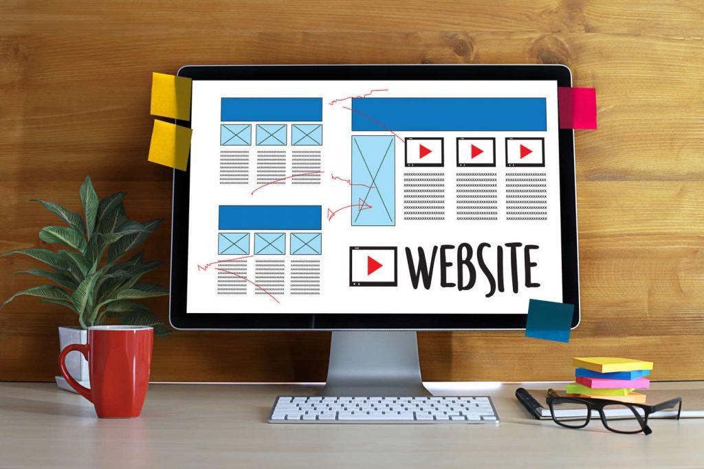 A veces la falta de experiencia te juega una mala pasada y no sabes que te ofrece una página web barata que una profesional.